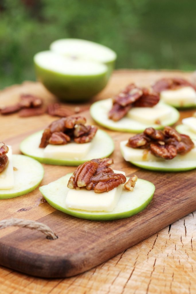 Apple Slices with Arla Havarti & Roasted Caramel Pecan Topping bestofthislife.com