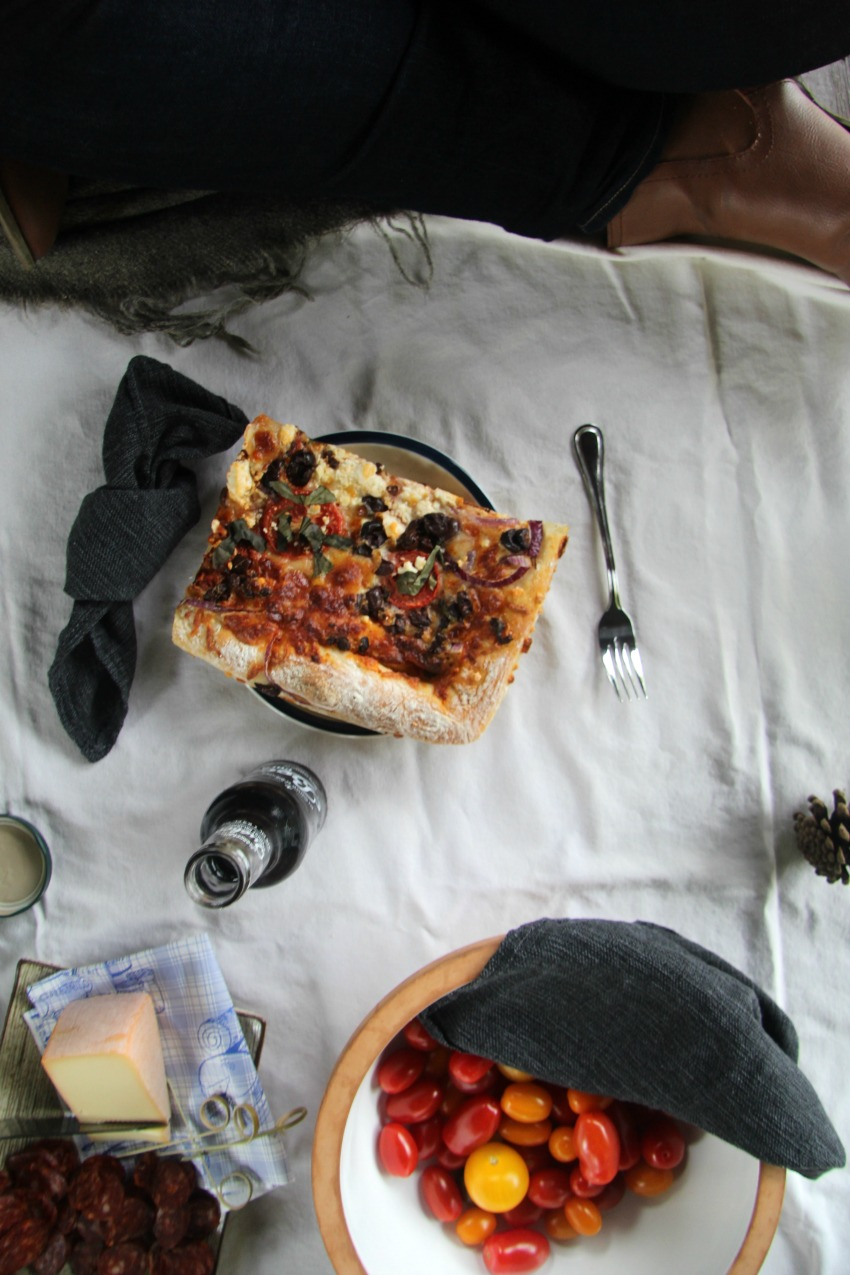 vieux-aylmer-picnic-with-pizza