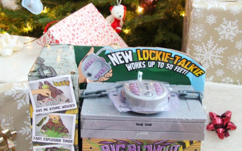 Under The Christmas Tree: Two Fun Toys For My 8 Year Old