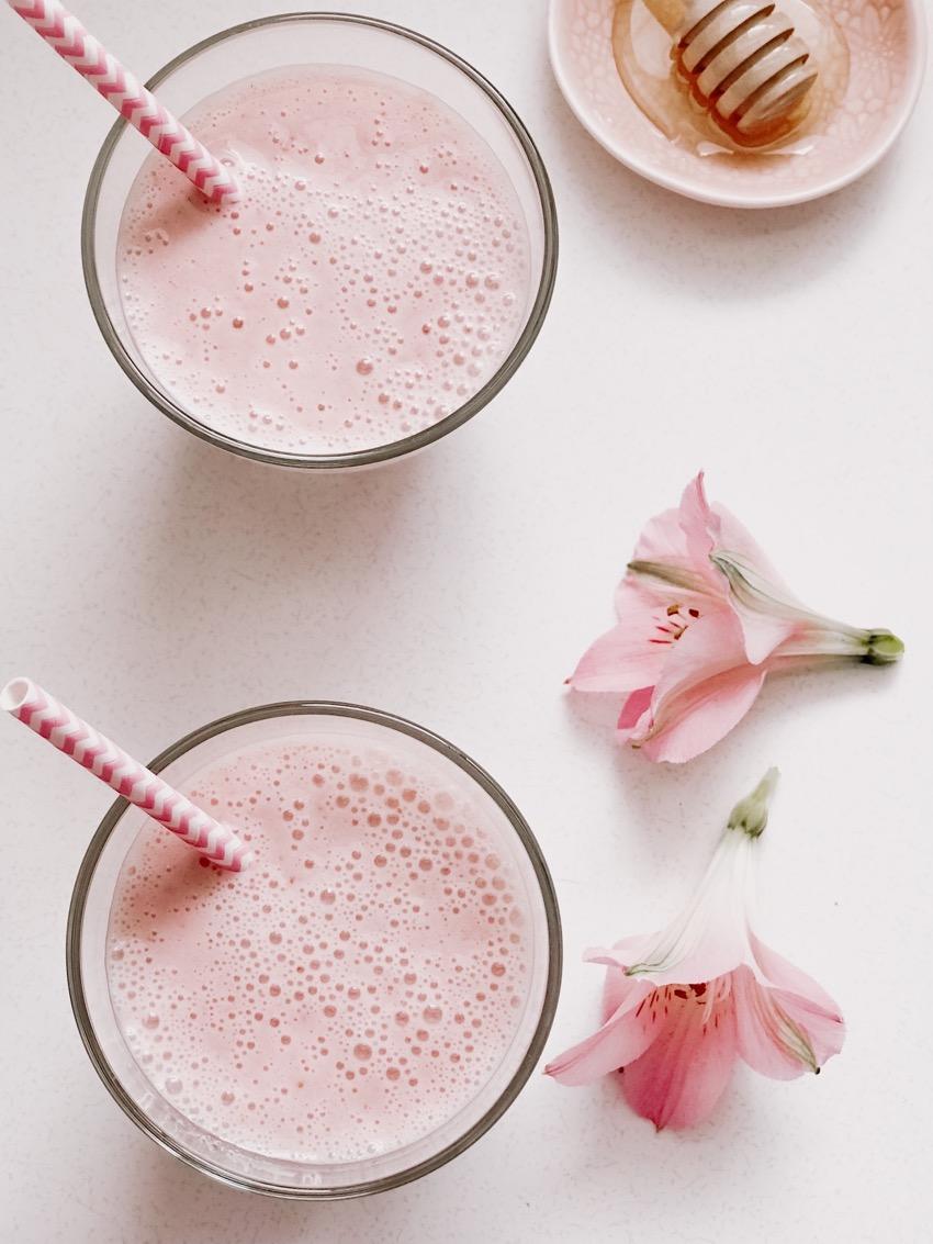 Healthy Strawberry Milkshake Smoothie