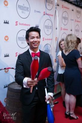 Shannon Kook juggling