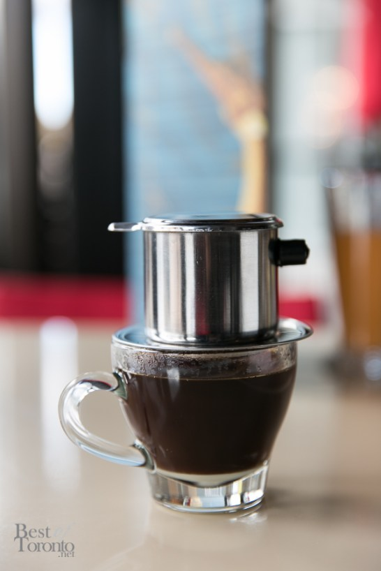 Pouring the Thai coffee