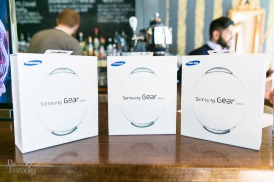 The winning team got the Samsung Gear Circle, new bluetooth earphones. Lucky!