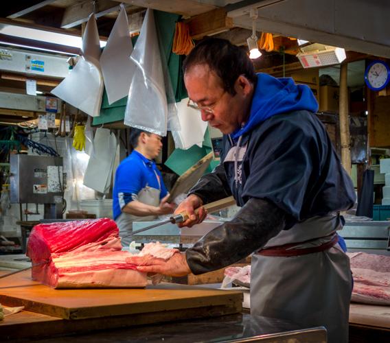 Tsukiji fish market la découpe du poisson