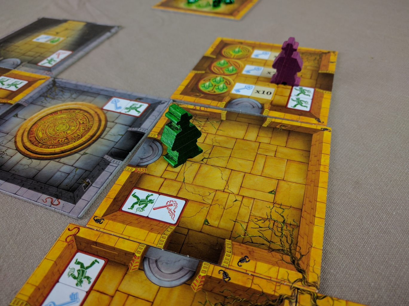 how to play escape the curse of the temple