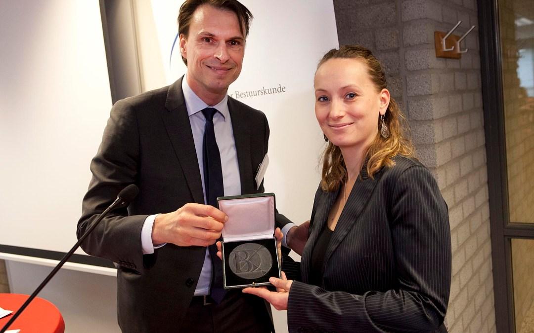 Leonie Heres ontvangt de Van Poeljeprijs 2014