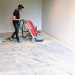 Betonvloer schuren Van Bommel Schoenmode