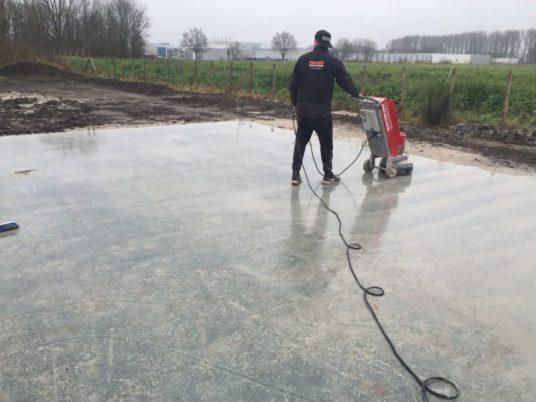 verregende betonvloer