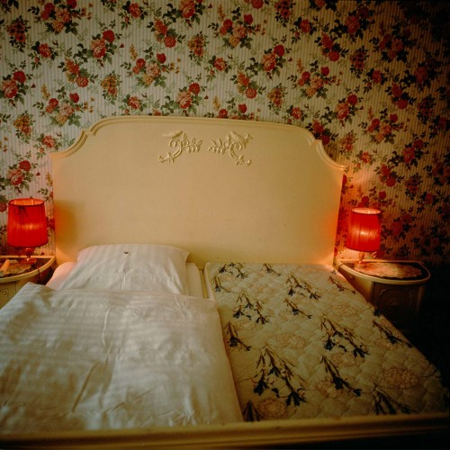 NAN GOLDIN, Wedding Bed, Pension Nürnberger Eck, Berlin, 1996