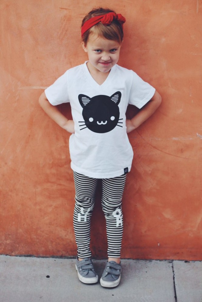 Whistle and Flute Kawaii Black Cat V Neck T-Shirt