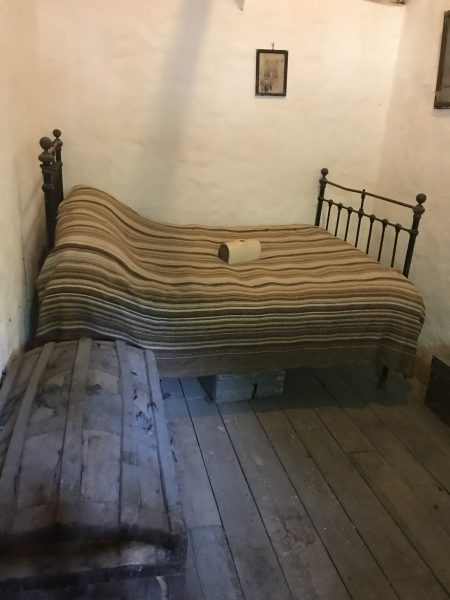 bed & hope chest