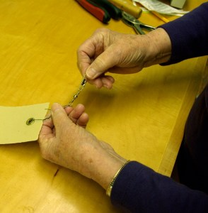 Securing paper strips. Fastening on the swivel snaps made from fishing gear.