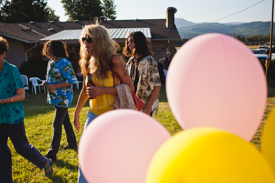 Cher-Matt-Vintage-Hawaiian-Reception-Portland-BethOlsonCreative-015