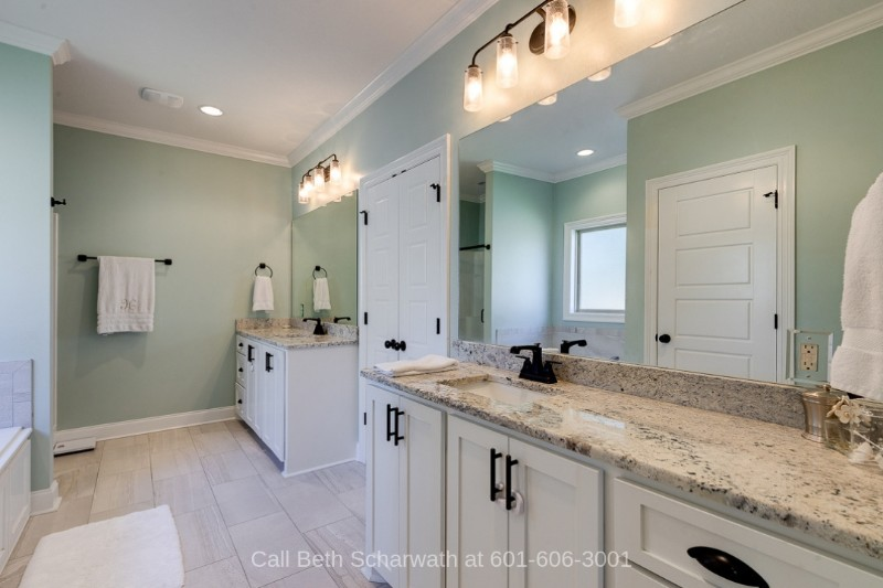 Kingsmill Hattiesburg MS Homes - Get that much-deserved relaxation and pampering in the large master bathroom of this home in Hattiesburg.