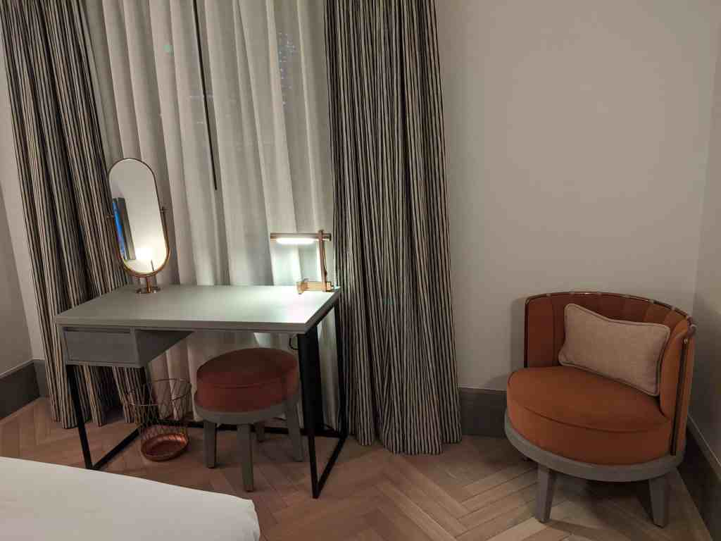 Review: Curio Collection Shoreditch Bedroom