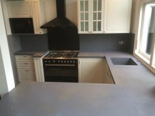 Aanrechtblad van beton-cire in de keuken