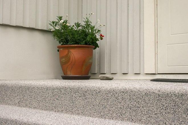 Halkskydd på trappa utomhus av betong