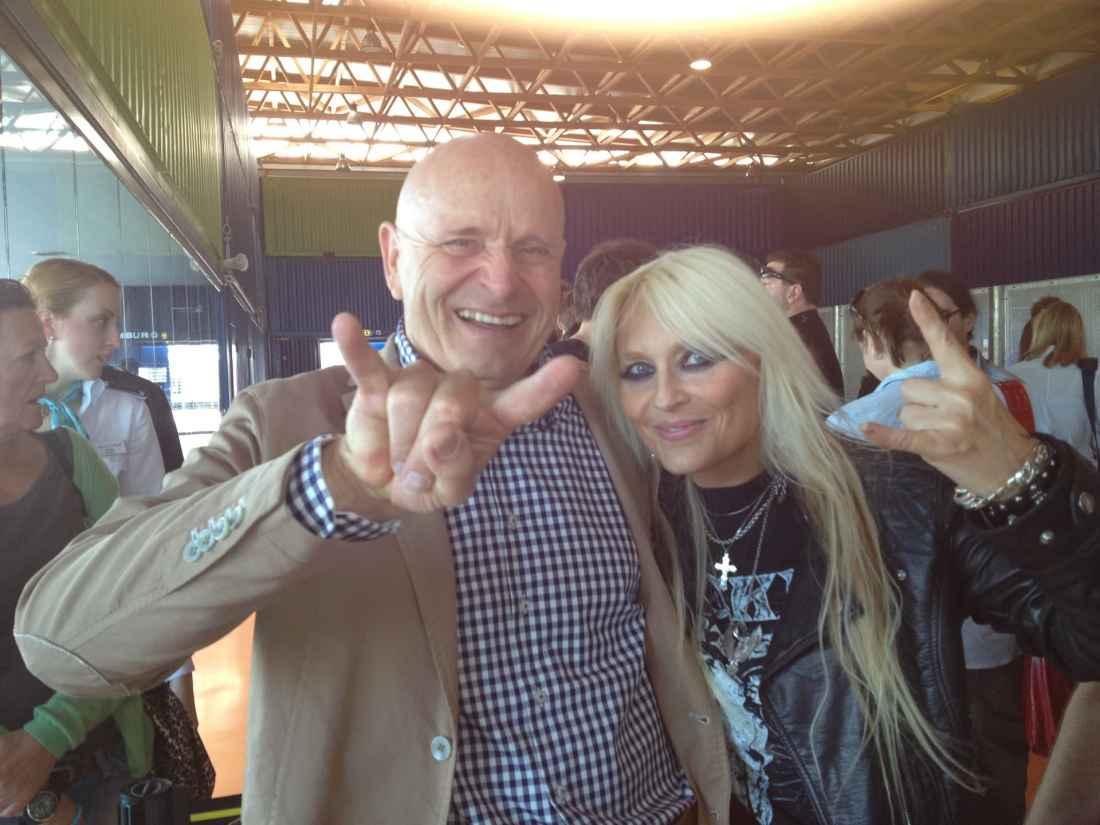 beTravel Bernd Schray mit Doro Pesch auf der Promo-Veranstaltung der Mein Schiff 2 im Jahr 2012