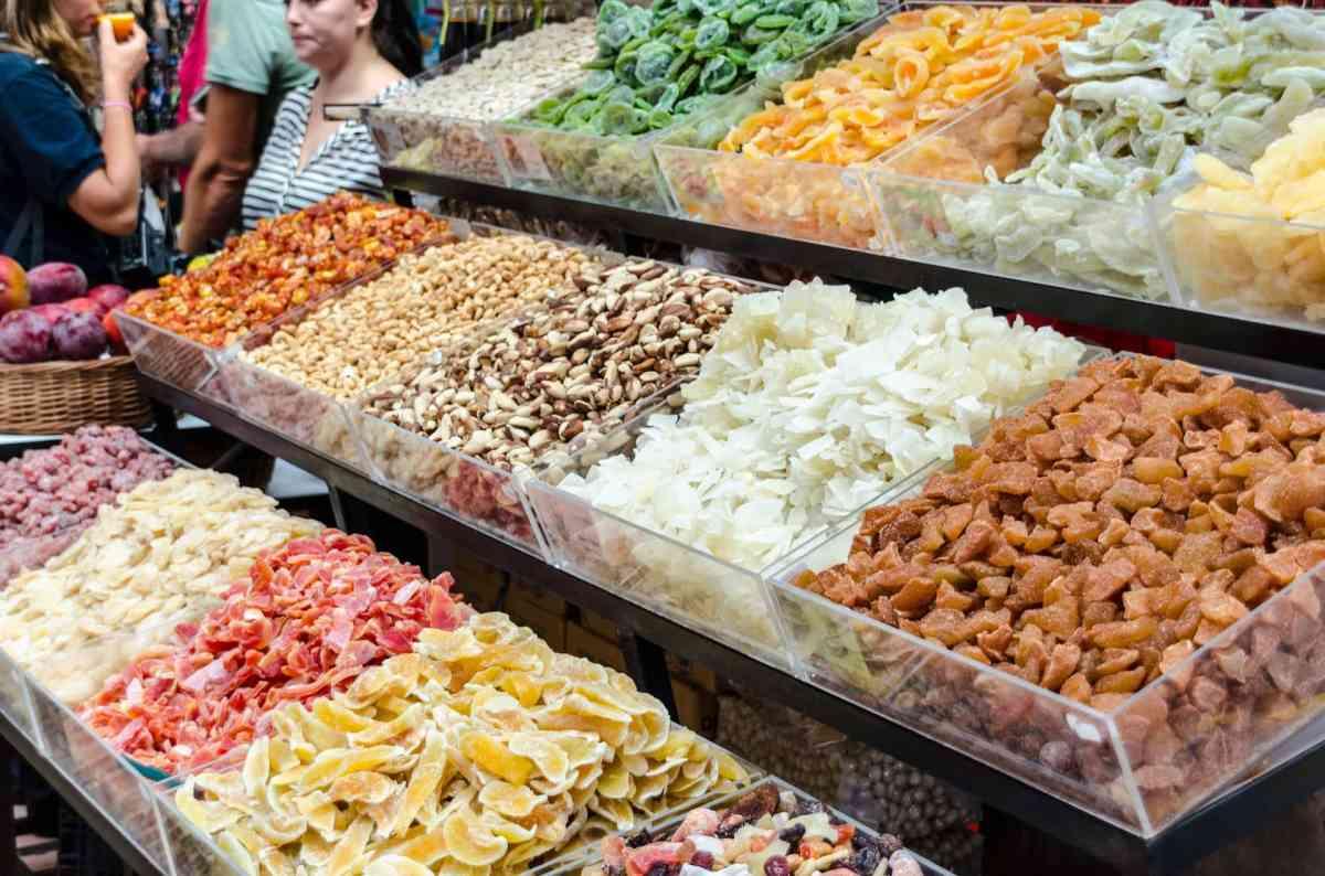 Trockenfrüchte auf dem Markt von Funchal, Madeira