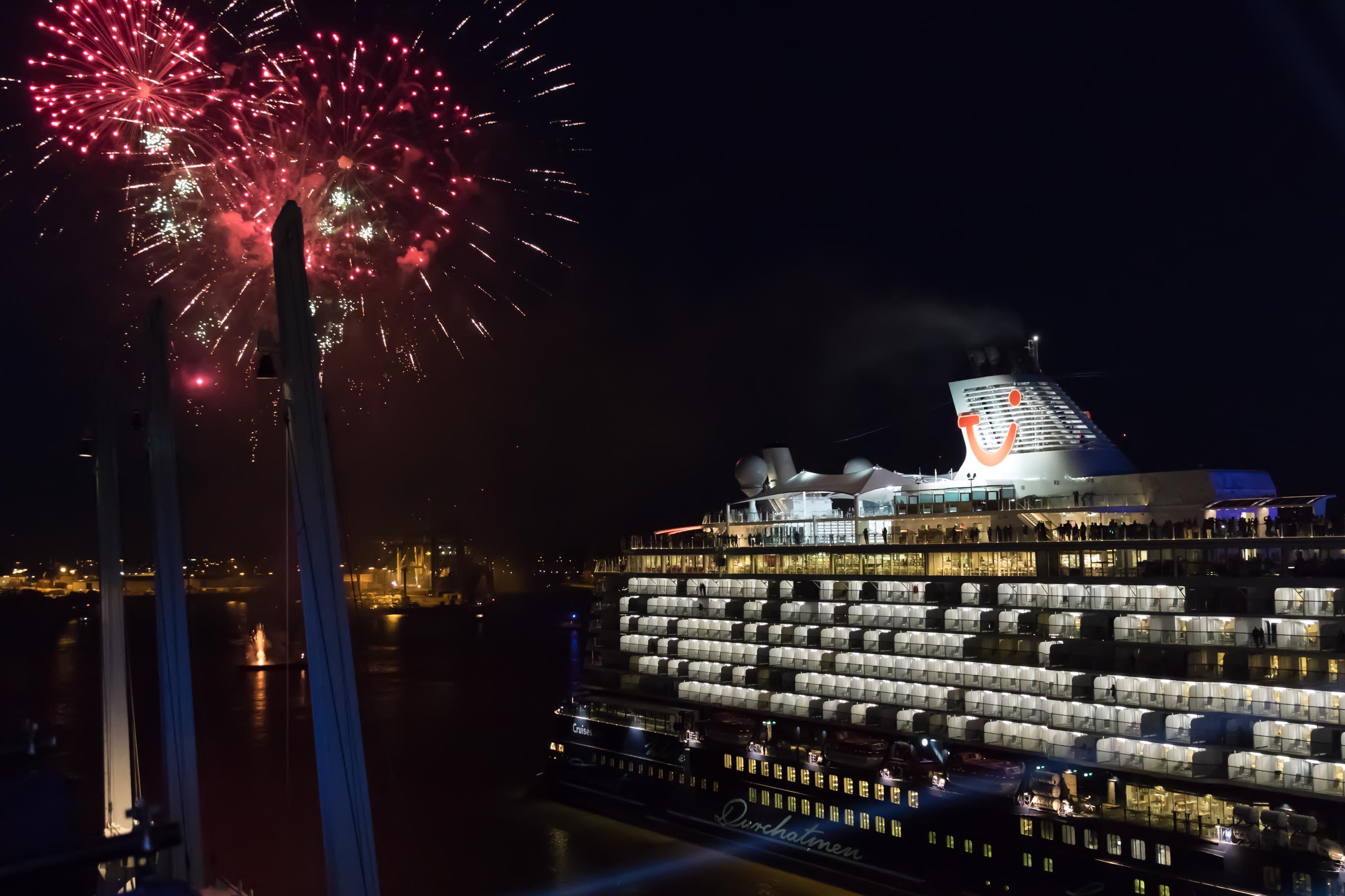 Besser Komfortabler Luxuriöser Schiffstaufe Der Neuen