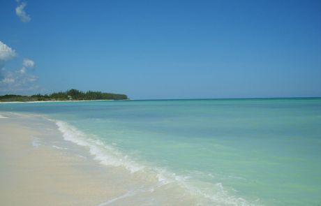Feiner Sandstrand prägt die Insel