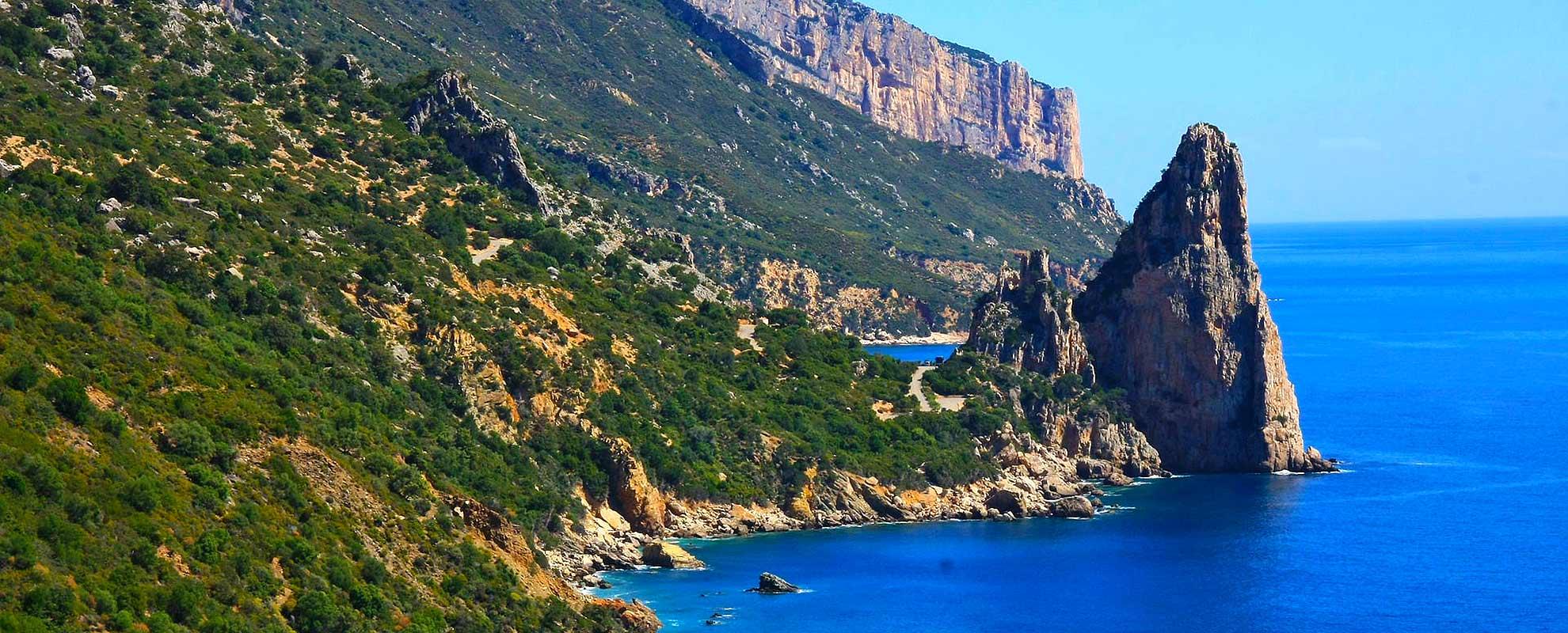 Die Felsküste in Sardinien