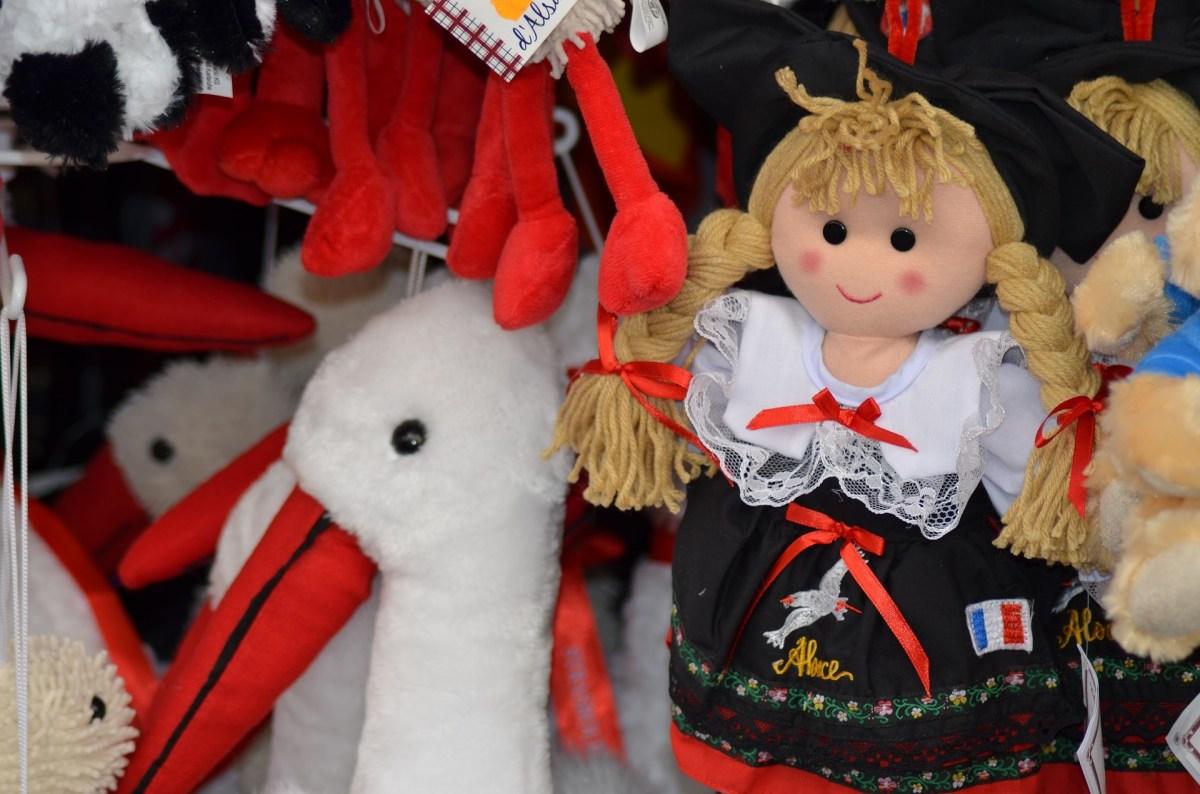 Elsass. Puppen. Stand auf dem Weihnachtsmarkt