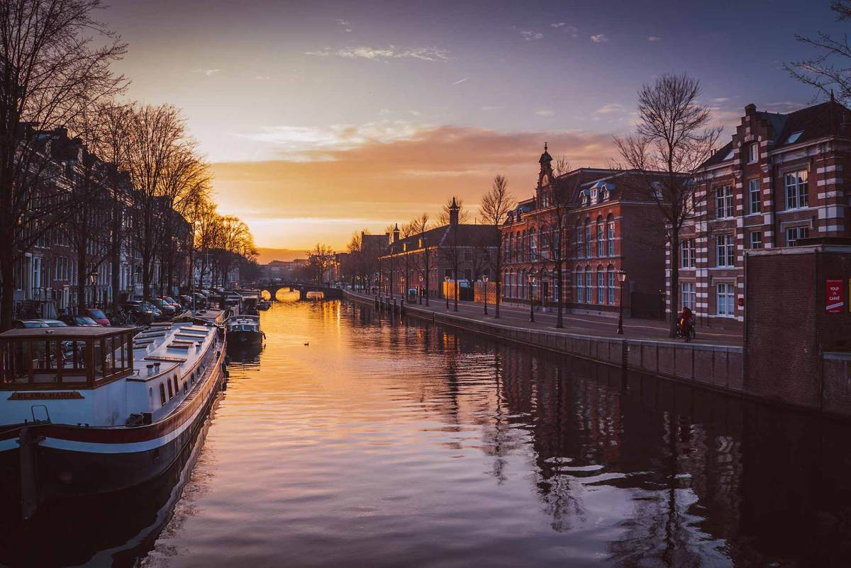 Amsterdam mit Blick auf seine Grachten