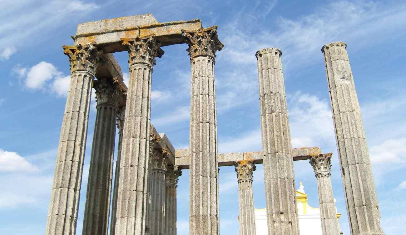 Architektonische Überreste in Évora
