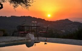 Sonnenuntergang mit einem Glas Wein - der perfekte Abend auf Mallorca