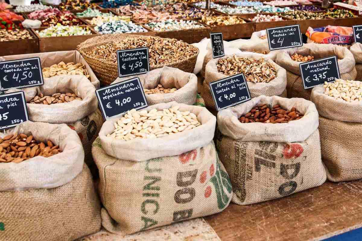 Nüsse auf eine traditionellen Markt auf Mallorca
