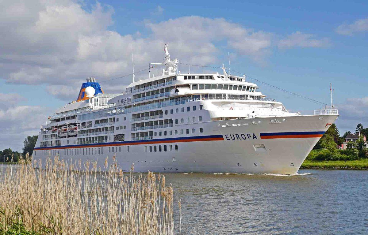 Hapag Lloyd Cruises MS Europa im Nord-Ostsee-Kanal