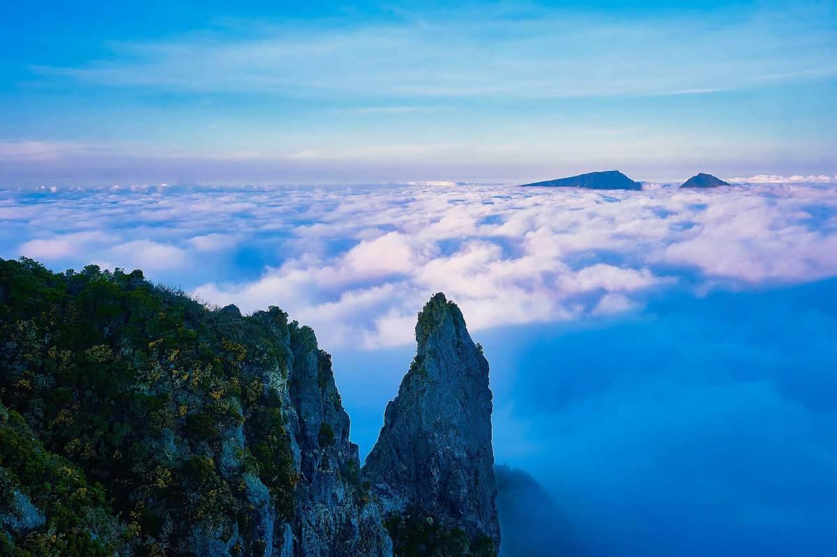 Immer wieder bietet die Insel einen tollen Ausblick auf die umliegenden Berge