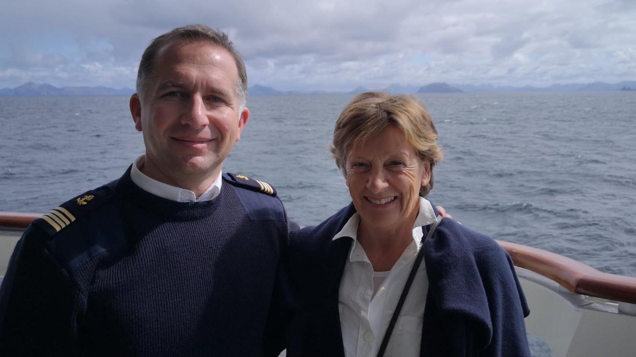 Kapitän Marrionneau-Chatel und Gabriele Reminder-Schray auf der Le Soleal