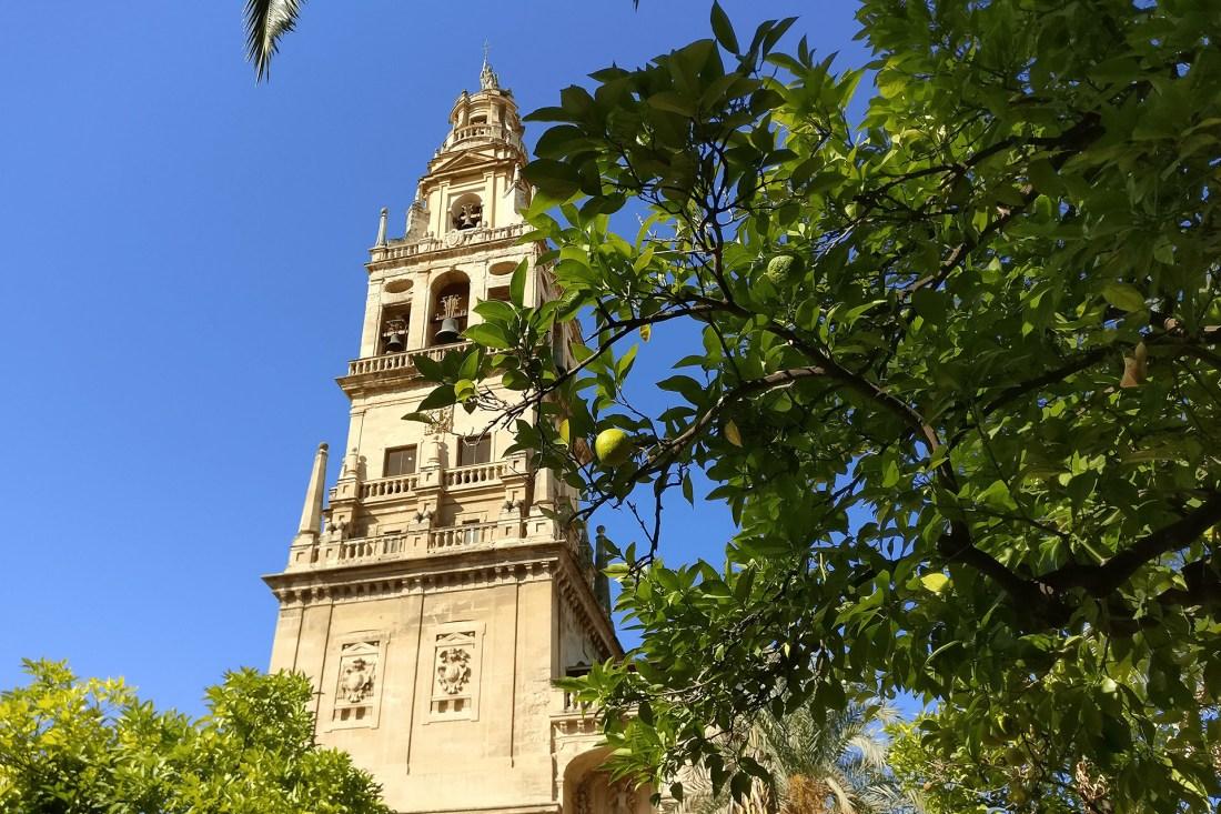 Turm der Mezquita-Catedral de Córdoba von aussen