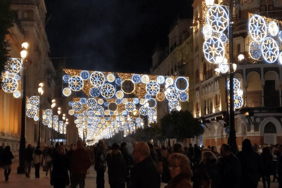 Straße des Weihnachtsmarkts