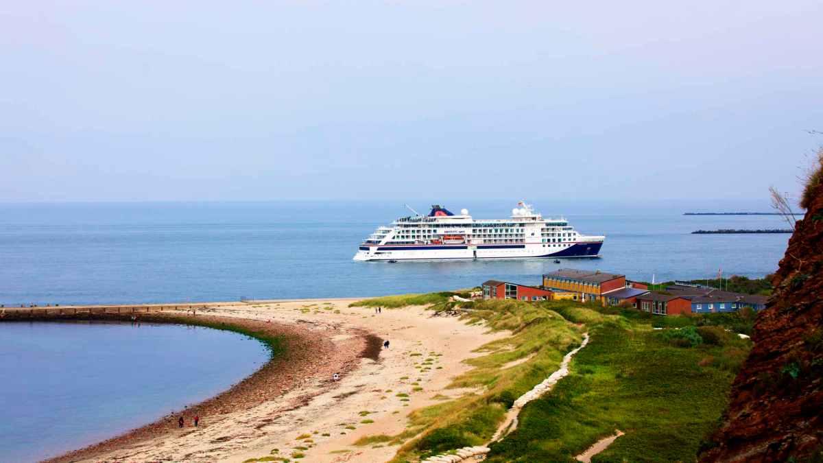 Hanseatic Spirit vor Helgoland