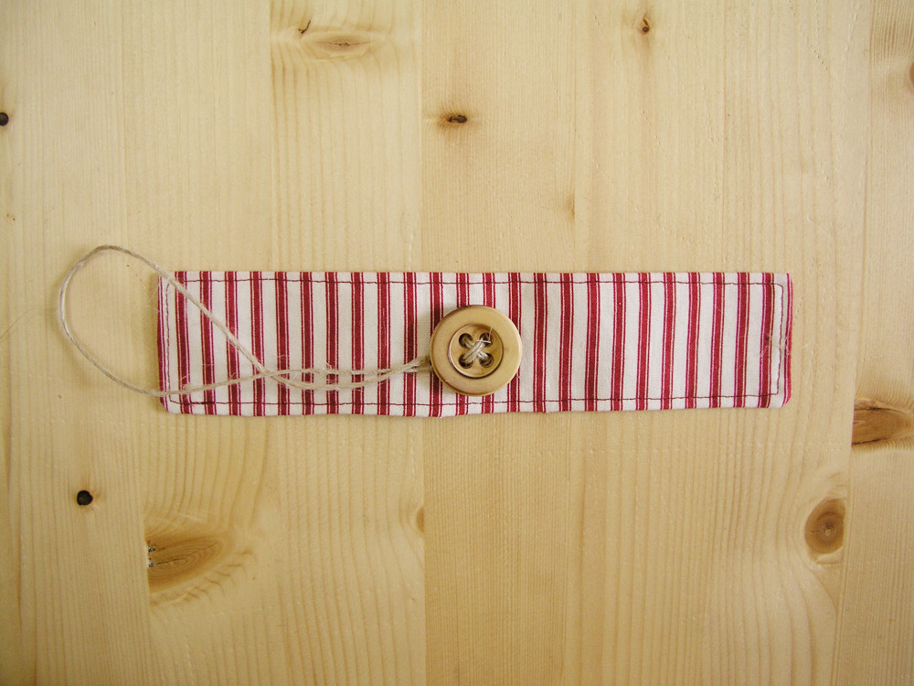 Christmas napkin holder with button