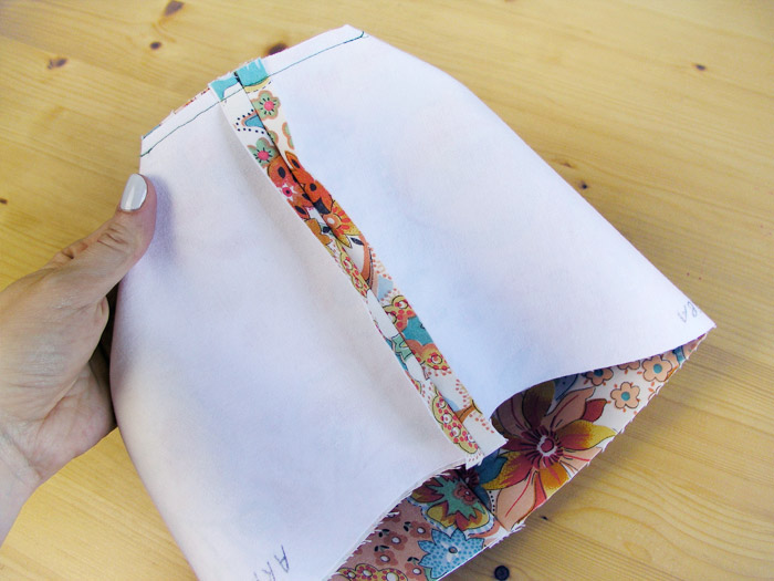 Sew the sides of the base |  Betsy Sewing