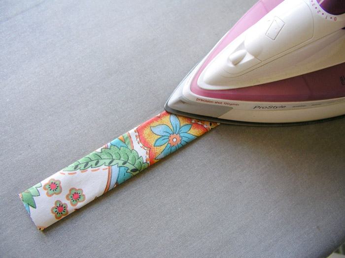 Iron-on each handle of the tissue basket |  Betsy Sewing