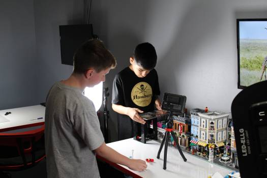 stopmotion video with lego bricklab