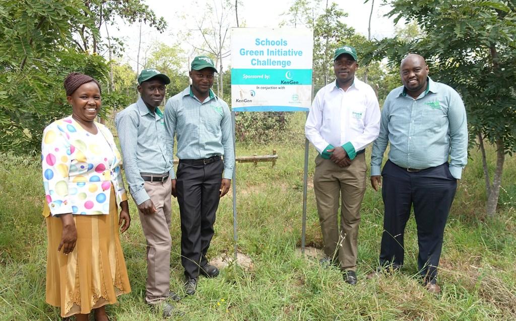 Les responsables de la collaboration ave le Green Iniative Challenge,  de l'école de Kaewa.