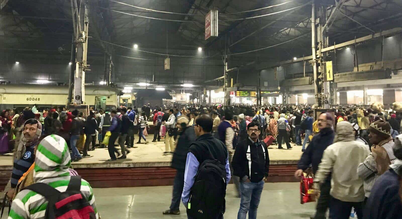 India Kolkata betternotstop crowds trains
