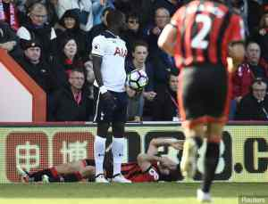 bournemouths_harry_arter_after_clashing_with_tottenhams_moussa_s_360232