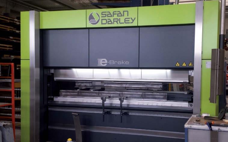 La pressa piegatrice servo-idraulica SafanDarley modello H-Brake 320-5100 assicura 320 tonnellate di forza, una profondità dell'incavo di 500 mm (di serie), lunghezze utili fino a 5.100 mm.