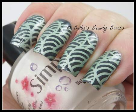 stamping-nail-art-with-mundo-de-unas