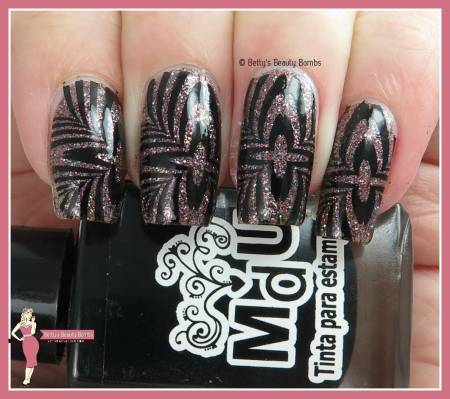 black-and-glitter-nail-art