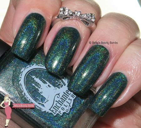 enchanted-polish-december-2015-with-flash