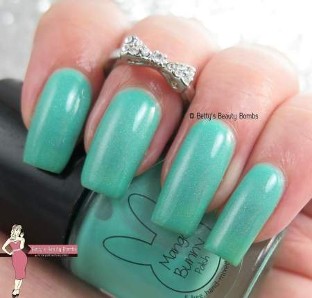 mango-bunny-polish-mint-er-weather-swatch