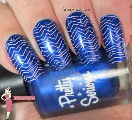 purple-and-blue-zig-zag-nail-art